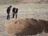 Erzincan'da ürküten çukur