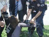 Polisten öğrencilere sert müdahale!