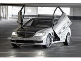 foto-galeri-mercedes-s65-amg-with-wing-doors-and-viny-wrap-is-an-automotive-faux-pas-12023.htm