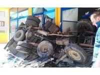 Maltepe'de trafik kazası, Maltepe'de kamyonet kaza yaptı, kamy