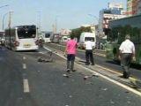 Mecidiyeköy metrobüs yolunda feci kaza