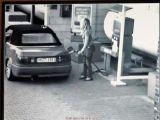 Alev alan LPG'li araçtan canını zor kurtardı