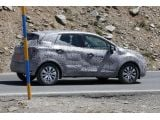 foto-galeri-2014-renault-clio-crossover-spied-for-first-time-14943.htm