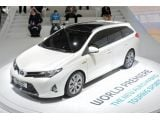 foto-galeri-toyota-auris-touring-sports-arrives-on-paris-scene-15321.htm