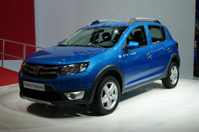2013 dacia logan sandero and sandero stepway unveiled in paris foto galerisi resim 2. Black Bedroom Furniture Sets. Home Design Ideas