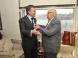 Bakan Ömer Çelik Yaşar Kemal'i ziyaret etti