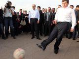 Davutoğlu Nevruzda Diyarbakırlı Çocuklarla Top Oynadı