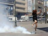 foto-galeri-ankarada-gezi-parki-eylemcilerine-biber-gazi-mudahalesi-21844.htm