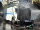 foto-galeri-ankarada-taksim-gezi-parki-protestocusu-toma-altinda-kaldi-21845.htm