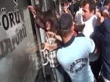 Alperenler'den eylemci kızlara saldırı