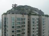 Binanın tepesine dağ, dağa villa yaptı
