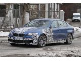 2012 BMW M5 spied in blue 16.02.2011 / Copyright SB-Medien