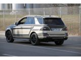 foto-galeri-2012-mercedes-benz-ml-prototype-spied-17-03-2011-copyright-autoscoop-3910.htm