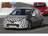 2013 Renault Clio mule spied / Copyright SB-Medien