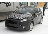 foto-galeri-2013-ford-fiesta-facelift-spied-hiding-a-new-front-end-9552.htm