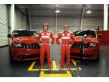 foto-galeri-jeep-unveils-ferrari-themed-grand-cherokee-srt8-for-alonso-massa-9653.htm
