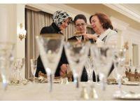 First Lady köşkün mutfağında