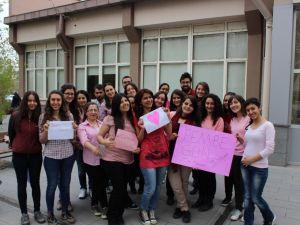 ERÜ Tıp Öğrencileri Cinsel Ayrımcılığa Karşı Pembe Giydi