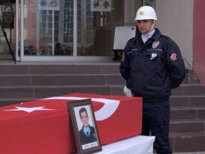 Kalp Krizinden Ölen Polis İçin Sessiz Tören