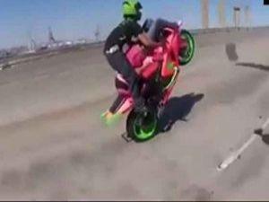 Motosikletle Çılgın Hareketler