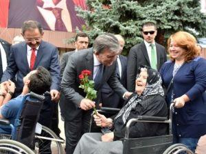 Abdullah Gül, Esnafla Birlikte Öğle Yemeğinde Kıymalı Pide Yedi