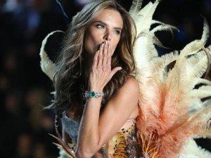 Top Model Alessandra Ambrosıo Antalya'ya Geliyor