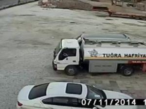Taklalar Atan Araçtan Çıkıp Kaza Yaptıran Sürücüyü Böyle Kovaladı