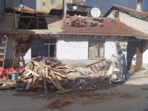 Lodos Sonrası Evlerin Çatılarında Tadilat Çalışmaları Başladı
