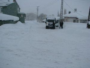 Gölede Kar Kalınlığı Yarım Metreyi Aştı