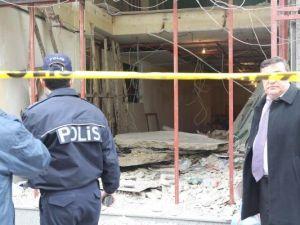Tadilattaki İşyerinde Asma Tavan Çöktü: 2 Hurdacı Yaralandı
