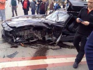 Ünlü komedyen milyonluk arabasıyla ölümden döndü