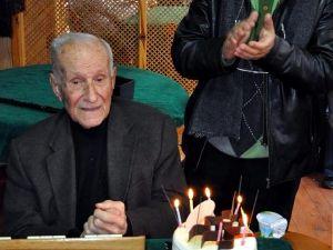 95inci Yaşa Kahvede Sürpriz Doğum Günü