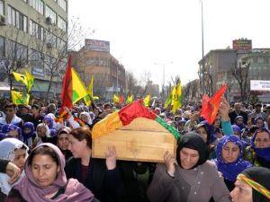 YPJli Kadının Cenazesini Kadınlar Taşıdı