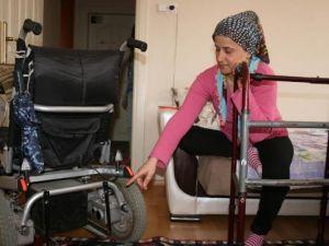 Engelli Kadının Aracının Aküsünü Çaldılar