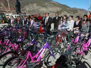 Afyonkarahisardan Gönderilen Bisikletler Posoflu Çocukları Sevindirdi