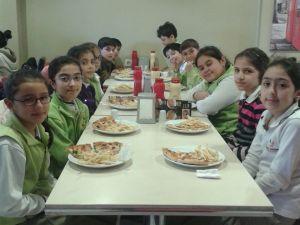 Mehmet Döğme Kolejinden Kitap Okuyan Öğrencilerine Pizza