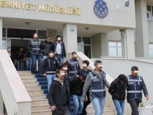 Iğdırda Hırsızlık Yaptıkları Gerekçesiyle 10 Kişi Tutuklandı