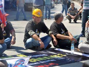 Somada Birleşik Kamu-İş Üyeleri Oturma Eylemi Yaptı