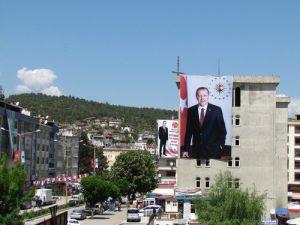 Boyabatta Partilerin Afişlerinin Yanına Erdoğan Afişi Asıldı