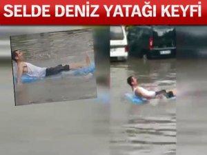 İzmir'deki Selde Deniz Yatağı Keyfi