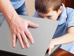 Uzmanlar Uyarıyor: İnternet Bağımlısı Olmayın!