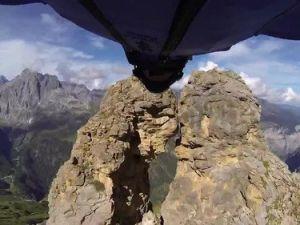 Serbest Paraşütçü 2 Metrelik Boşluktan Geçerek Ölüme Meydan Okudu