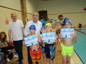 Yüzme Kursiyerleri Sertifika Aldı