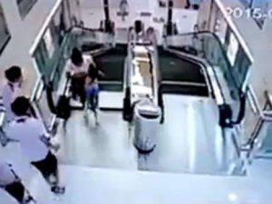 Yürüyen Merdiven'de Korkunç Ölüm! Oğlunu Kurtaran Anne Öldü