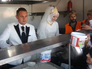 Kimse Yok munun Tırında 4 Bin Suriyeliye Düğün Yemeği