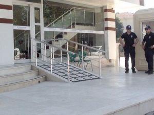 Düzcede Eğitim Kurumlarına Polis Eşliğinde Baskın