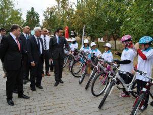 Karamanda Halk Sağlığı Müdürlüğü Okullara 50 Adet Bisiklet Dağıttı