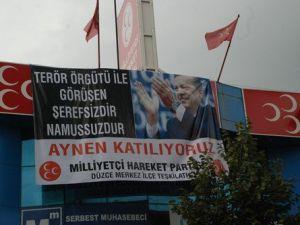 Düzcede MHPnin Astığı Erdoğanlı Pankart Kaldırıldı