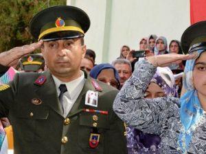 Şehit Kardeşleri, Ağabeylerini Asker Selamı ile Uğurladı