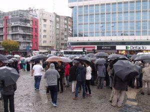 Uşakta Yüzlerce Kişi Hayırsever İşadamlarının Tutuklanmasını Protesto Etti